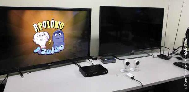 Televisores de marcas diferentes para teste dos aplicativos em Ginga e a performance do midlleware em cada um dos aparelhos.