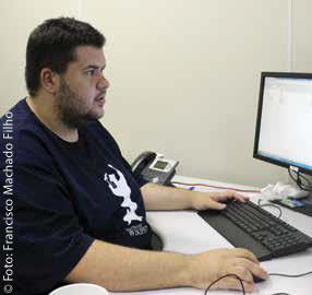 Fábio Cardoso, técnico do Laboratório trabalha em umdos projetos da instituição