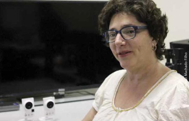 """Para a professora Letícia A ffini este projeto é relevante """"pois irá fazer a ponte necessária entre as pesquisas teóricas"""