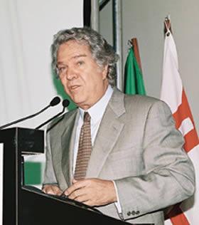 Ministro Hélio Costa durante seu pronunciamento.