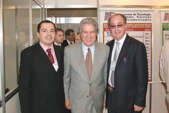 Ministro Hélio Costa ao lado de Roberto Franco e Fernando Bittencourt, diretores da SET.