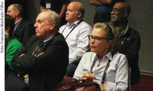 Olímpio Franco (Presidente da SET) e Liliana Nakonechnyj (Diretora Internacional da SET) presentes na sessão que discutiu as inovações do padrão ATSC 3.0