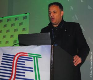 """Markus Fritz (Eutelsat) durante a palestra """"a contribuição da tecnologia satelital no desligamento analógico"""""""