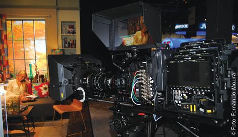 Nova Canon 8K Imaging, o primeiro protótipo de câmera 8K da Canon, foi demonstrado na NAB 2016. Com um sensor 8K Super (8192x4320, 1.89:1)com gravação em 60fps, lentes EF Mount com Cinema Look e saída 8K em real-time com output para 4K HDR (13 stops) com PQ e Wide Color Gamut (BT 2020)