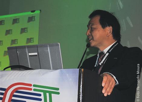 Neil Ugo, gerente de produto da Panasonic, analisou os vários fatores que são discutidos na indústria com respeito à implantação do 4K e do 8K