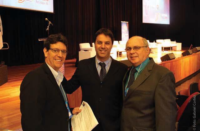 Caio Klein (RBS/SET), Eduardo Cappia (AESP/SET) e Cauê Frazon (RBS) debateram aspectos técnicos e jurídicos da migração AM/FM