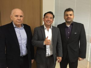 Diretor executivo da SET, José Munhoz, subsecretário Roberto Sekiya e o diretor de marketing e vice-presidente eleito da SET, Claudio Younis.