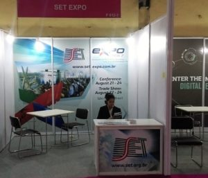 set-expo-stand