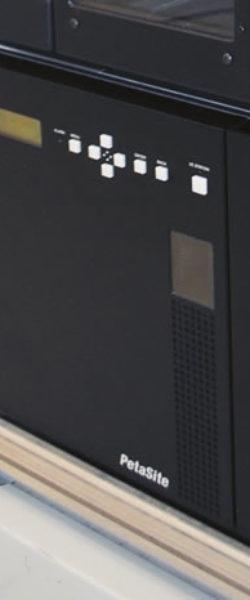 Sony modelo ODS-L30M com dois (2) drives e 30 slots com possibilidade de empilhar até cinco (5) módulos chegando a 535 slots