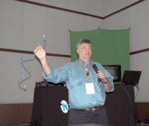 """Alexandre Algranti, diretor de Vendas e Marketing da Audio-Technica Corporation no Brasil ministrou a palestra: """"Microfones com transmissão digital com fio no padrão DANTE e Sistema digital sem fio em 2,4 GHz System 1 O Pro"""""""