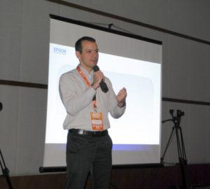 """Gabriel Gonçalves, gerente Regional de Negócios da Epson Brasil ministrou a palestra """"Tecnologia LCD como fonte de luz laser, Linha de 6K a 25K Lumens, Conteúdo especial para Produtores de Evento e Rental Stage""""."""