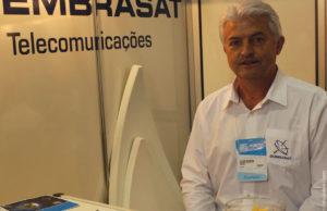 """""""Todas as nossas antenas em fibra de vidro são fabricadas pelo processo de injeção"""", explicou Cezar Boaron, diretor da Embrasat"""