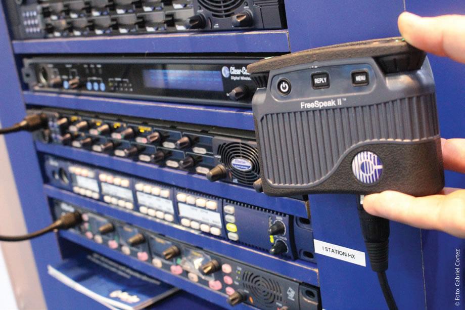 Um dos destaques do estande da Savana no SET EXPO 2016 foi o sistema de comunicação sem fio Free Speak II, da Clear-Com, que trabalha no range de frequência 1.9 GB