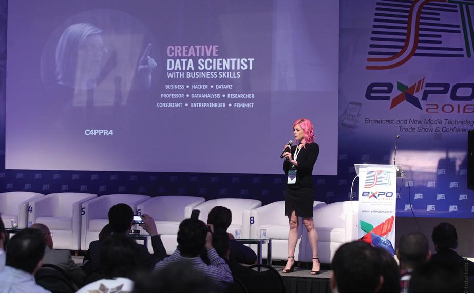 A cientista de Dados Criativa, especialista em arquitetura e visualização da informação, Letícia Pozza afirmou que é fundamental a democratização da informação, ou a capacidade de gerar conteúdo que gere valor, seja transparente e em um formato compreensível para todos