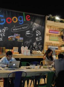 A Google desembarcou no IBC 2016 com um estande sem nenhum produto, apenas uma espécie de café para conversar com os seus clientes, afinal, a empresa só vende soluções de TI