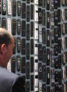 Em um mundo de múltiplas plataformas, telas, formatos e distribuição, uma das perguntas dos corredores do IBC é quem tem o controle sobre o os conteúdos audiovisuais