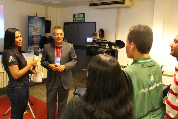 Equipe da Rede Amazônica transmite as palestras ao vivo via streaming (link abaixo)