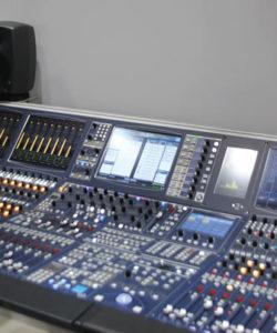 Lawo apresentou a nova mesa mc²56xc, um console desenvolvido em versões de 32, 48, 64 e 80 faders, com protocolo Ravenna/AES67