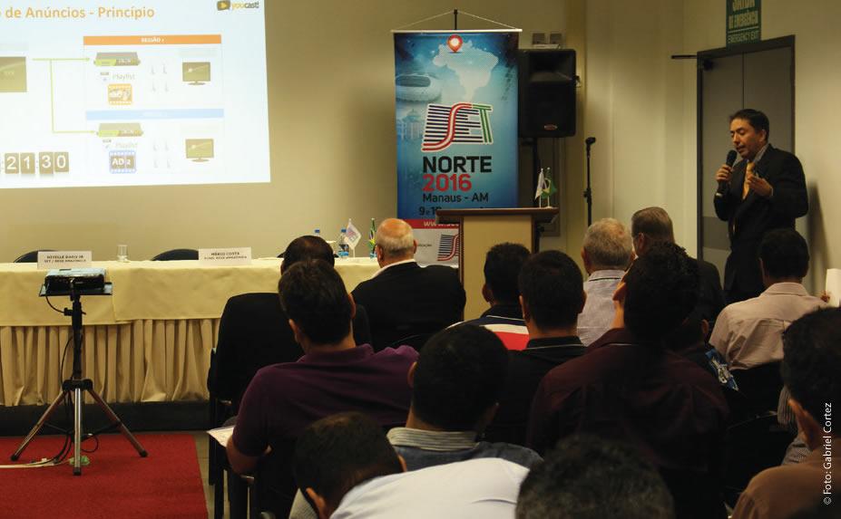 A uma plateia atenta, e às câmeras da Rede amazônica, Ernesto Riedel (Enesys) lembrou que as receitas com publicidade na internet têm crescido, mas a televisão não tem perdido market share