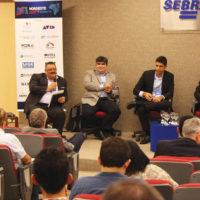 """Jaime Fernandes (SET) moderou o painel """"Serviços satelitais para o Brasil"""",  que contou com a participação de Ricardo Calderón (Eutelsat), Marcelo Amoedo (Intelsat) e Rubens Vituli (SES) © Foto: Gabriel Cortez"""